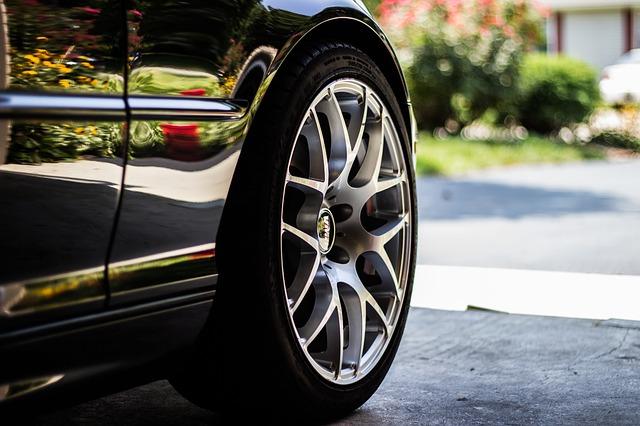 Opony samochodowe – jak o nie dbać?